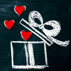 Что подарить 14 февраля? Топ подарков от мастерской BlankNote