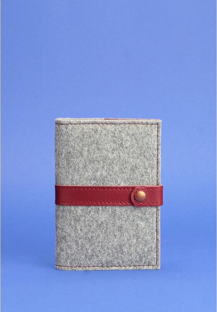 Фото Фетровая обложка для паспорта 1.1 с кожаными бордовыми вставками
