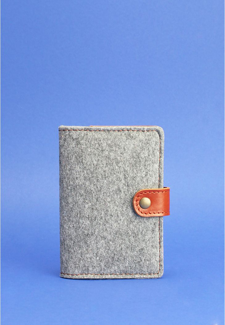 Фото Фетровая обложка для паспорта 3.0 с кожаными коричневыми вставками