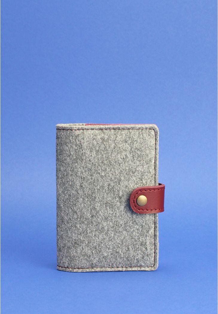 Фото Фетровая обложка для паспорта 3.0 с кожаными бордовыми вставками