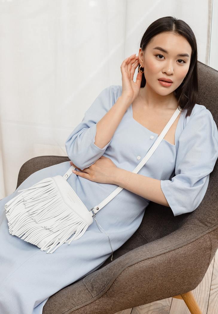 Фото Кожаная женская сумка с бахромой мини-кроссбоди Fleco белая