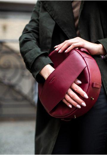 Кожаная женская круглая сумка-рюкзак Maxi бордовая