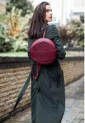 Фото Кожаная женская круглая сумка-рюкзак Maxi бордовая