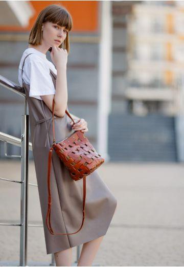 Кожаная плетеная женская сумка Пазл M светло-коричневая Krast