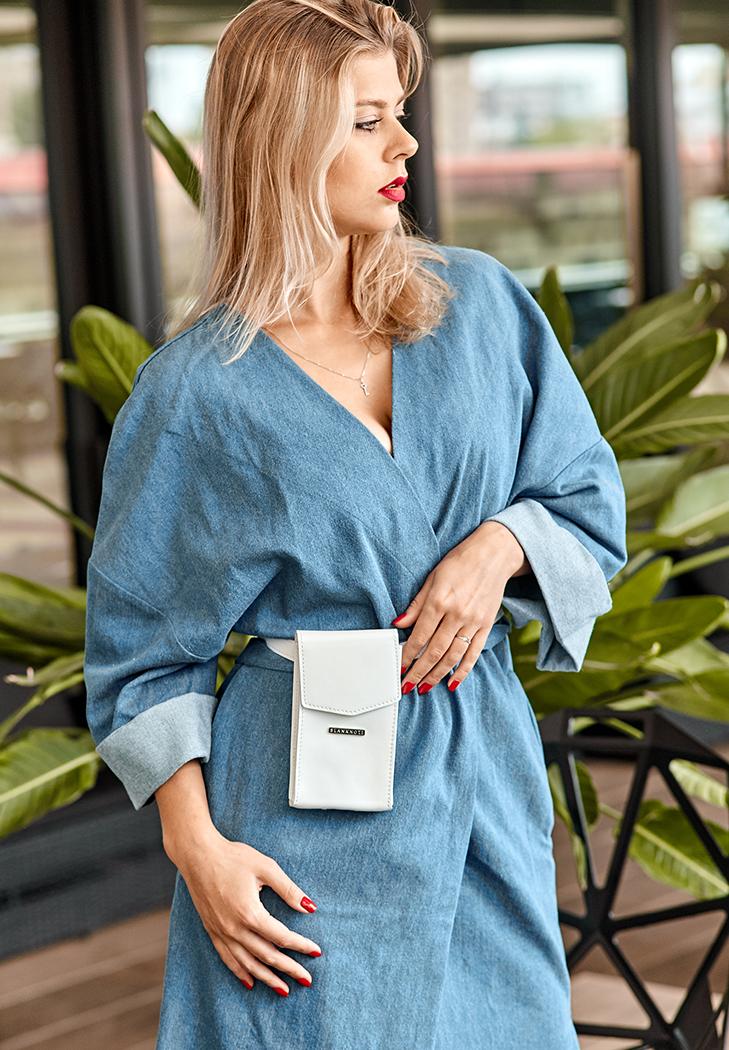 Фото Женская кожаная сумка поясная/кроссбоди Mini белая