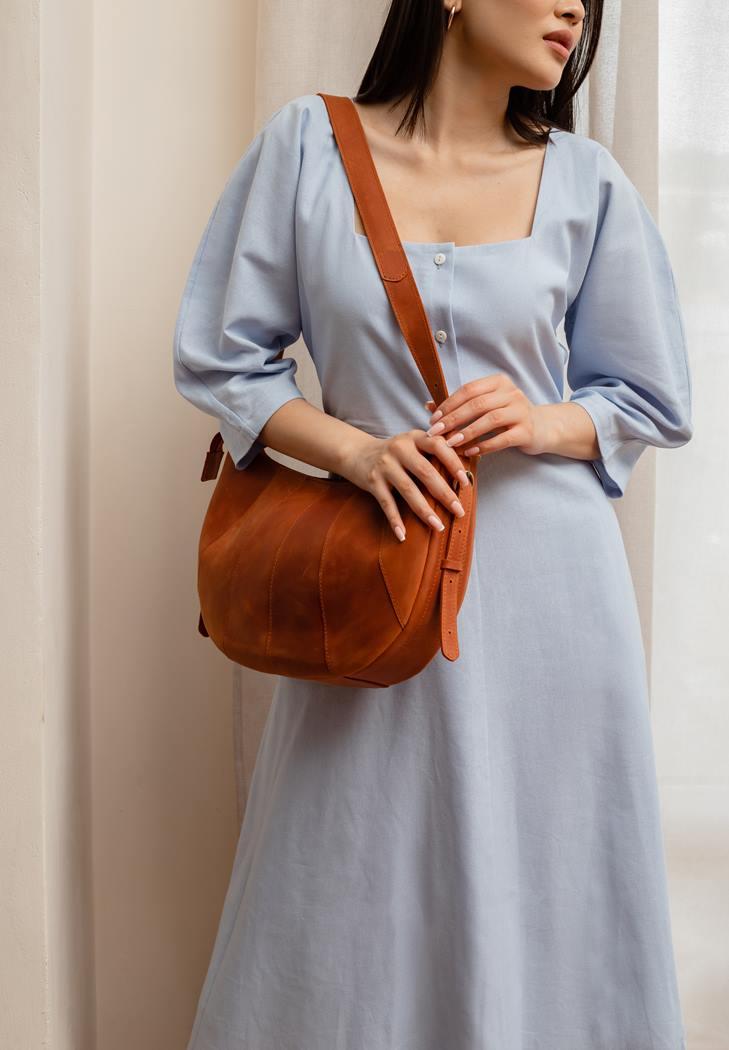 Фото Кожаная женская сумка Круассан светло-коричневая