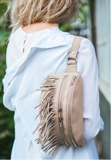 Кожаная женская сумка на пояс Spirit светло-бежевая