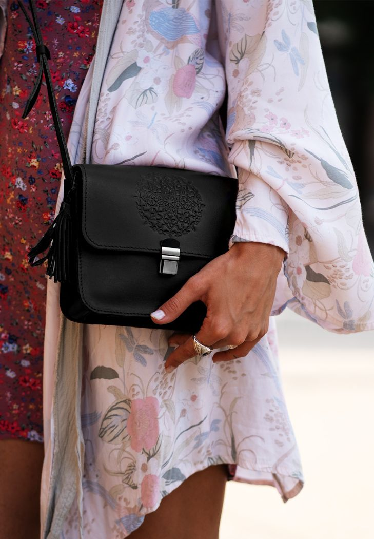 Кожаная женская бохо-сумка Лилу черная (BN-BAG-3-g-man) - купить по доступной цене в интернет-магазине Blanknote