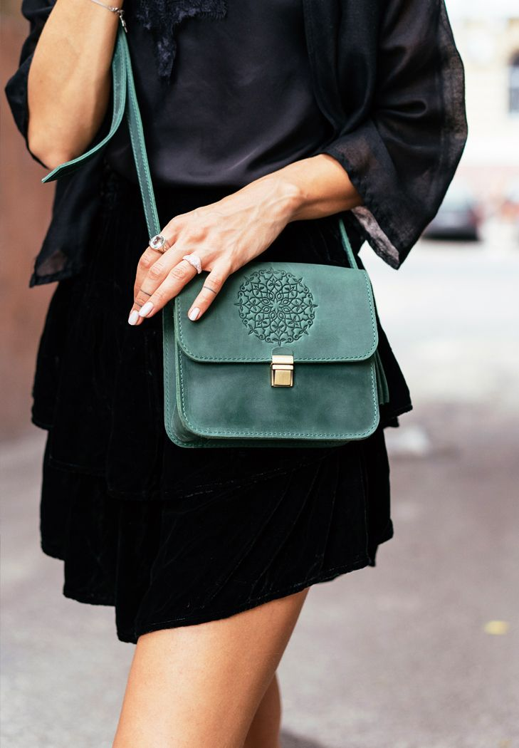 маленькие женские сумки через плечо