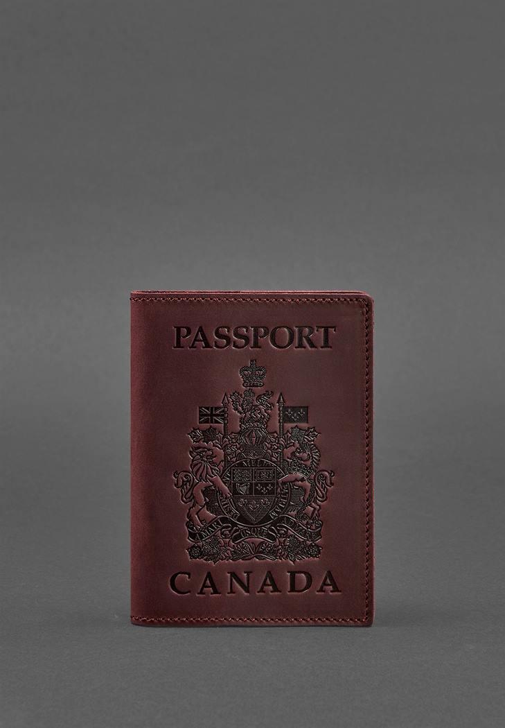 Фото Кожаная обложка для паспорта с канадским гербом бордовая Crazy Horse (BN-OP-CA-vin-kr)