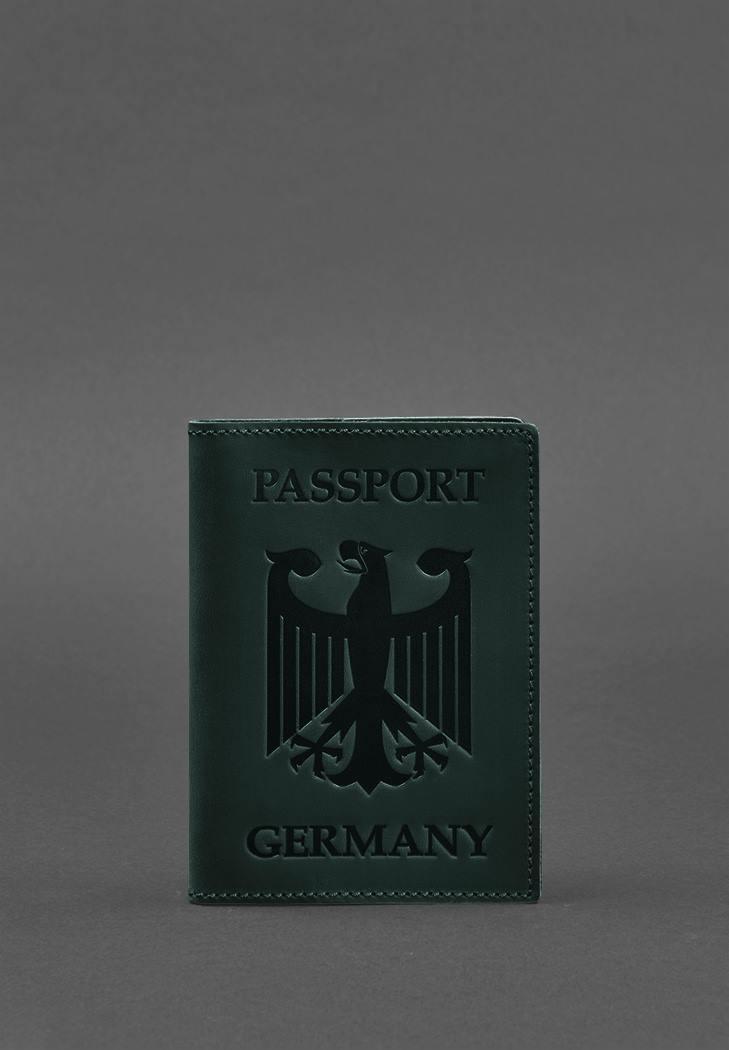 Фото Кожаная обложка для паспорта с гербом Германии зеленая Crazy Horse (BN-OP-DE-iz)