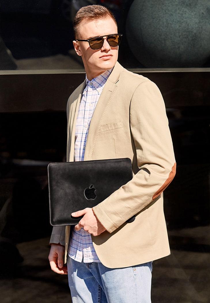 Фото Кожаный чехол для MacBook Pro 13'' Черный Crazy Horse BlankNote