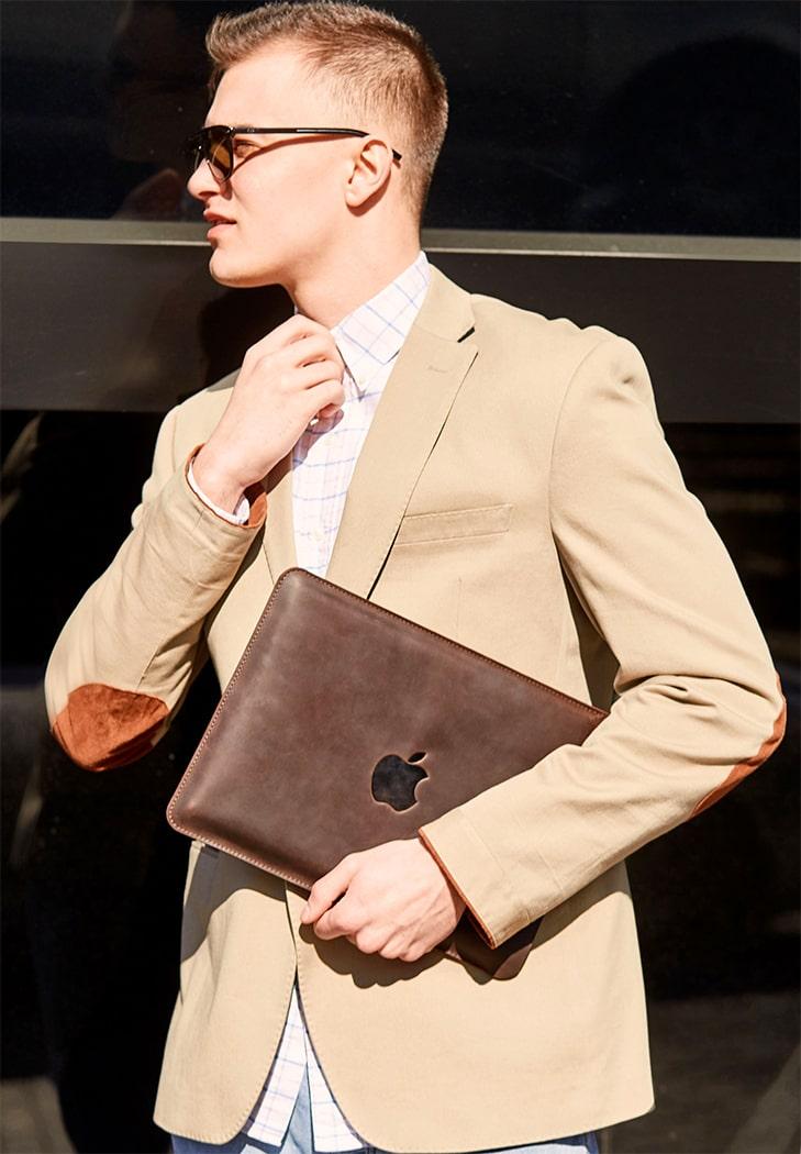 Фото Кожаный чехол для MacBook Pro 13'' Темно-коричневый Crazy Horse BlankNote