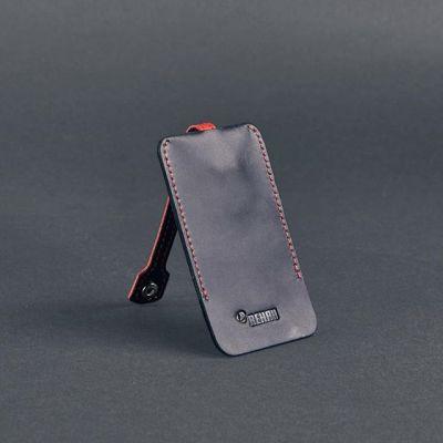 Наше сотрудничество с REHAU Инженерные системы не закончилось на заказе тревел-кейсов.  Так же мы изготовили ключницы с именным тиснением.  Нам кажется, что это отличный подарок, как для сотрудника, так и для клиента!